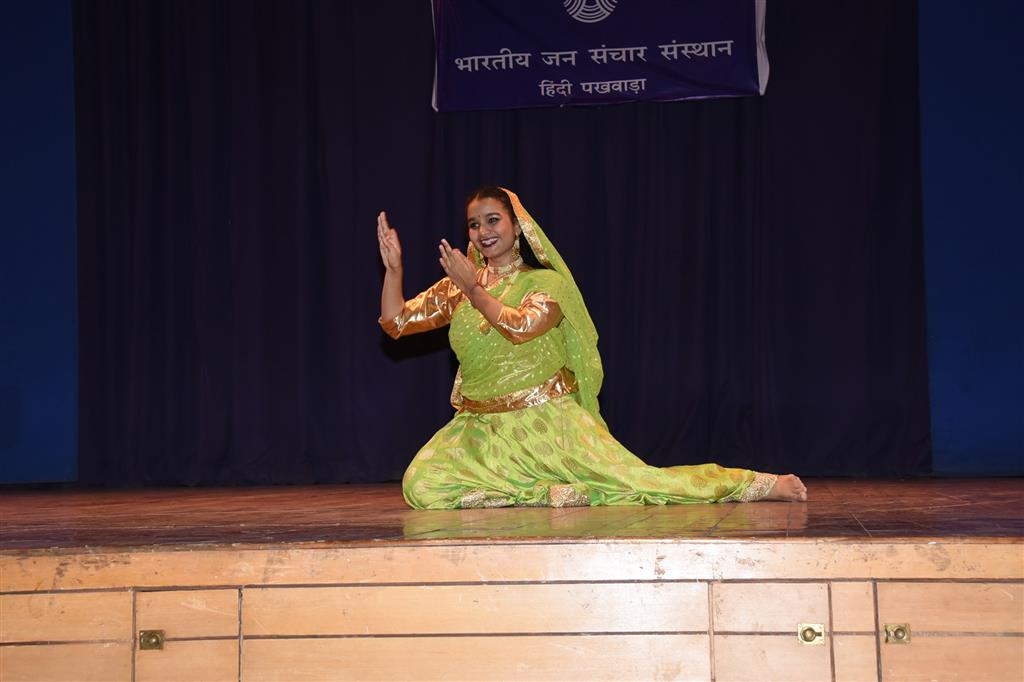 The Hindi Fortnight closing ceremony of the Indian Institute of Mass Communication concluded with a colorful cultural program by the students
